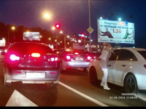 Автомобилистки тоже машут кулаками (ВИДЕО)
