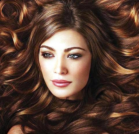 Брюнетки в моде: 10 великолепных цветов для темных волос