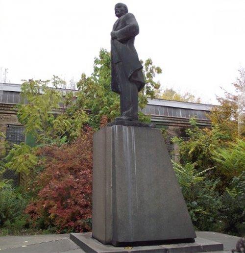 Из Ленина — в Дарта Вейдера:…
