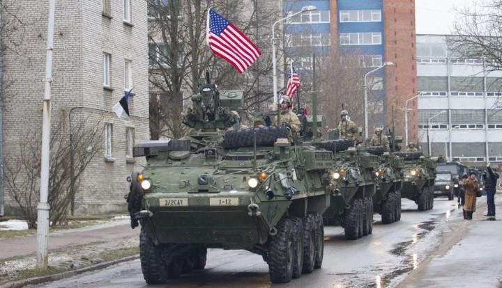 Парад военной техники в 300 метрах от России