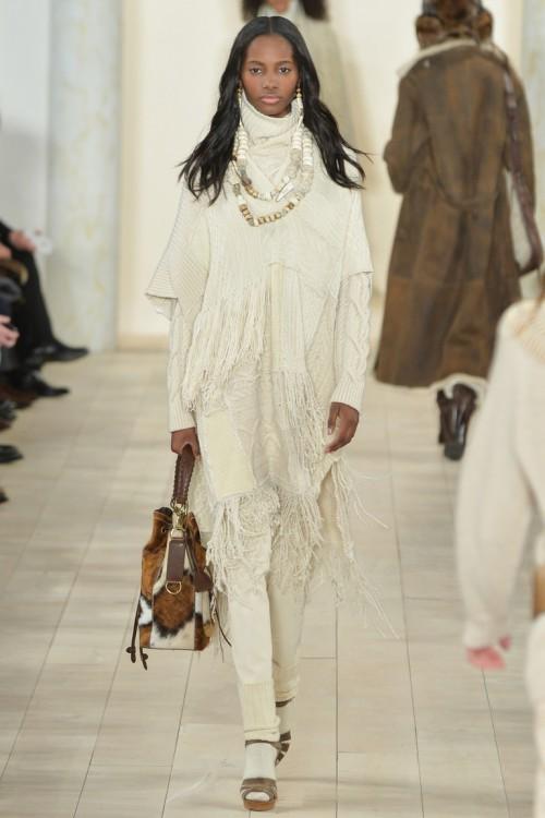 Ralph Lauren осень-зима 2015-2016, NYFW, knitwear, Неделя моды, вязана мода, белый вязаный свитер, вязаное пончо с бахромой (фото 14)