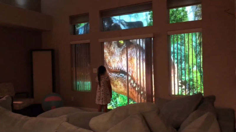 Когда папа креативит: американец создал сафари с динозаврами за окном спальни дочери