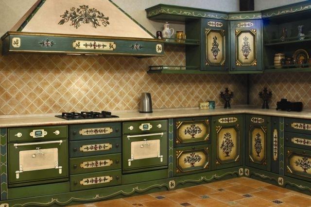 Если бы в французской провинции вы встретили бы такую кухню, то это явно был бы дом одного из богачей