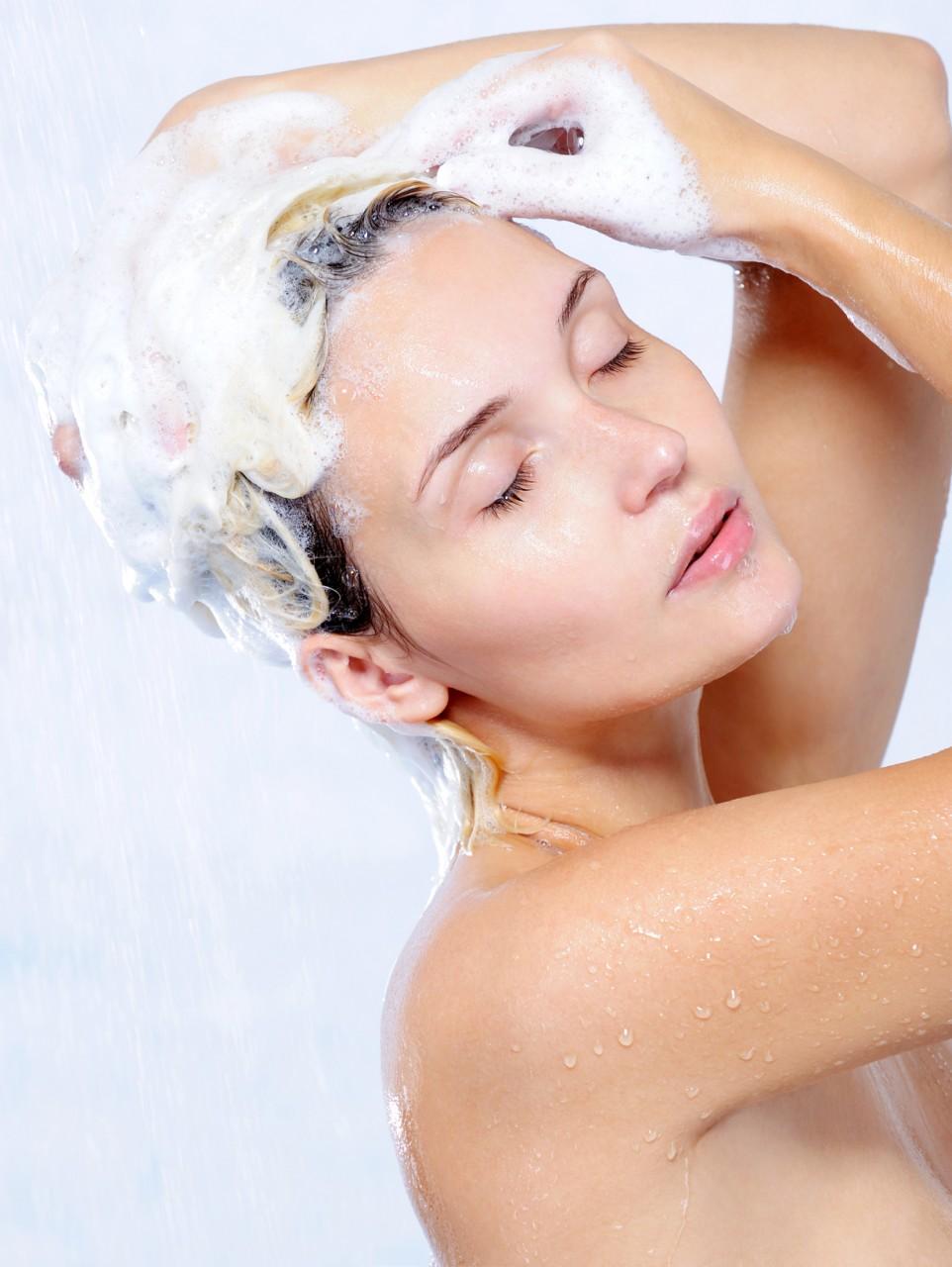 Уход за кожей головы и волосами летом