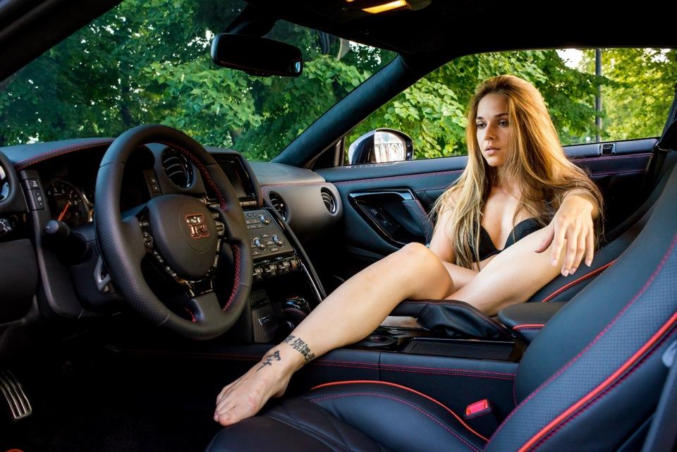 Сексуальные леди на авто
