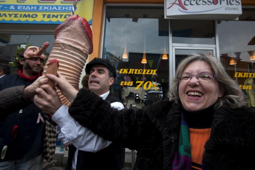 Самый нелепый обычай в Греции-3