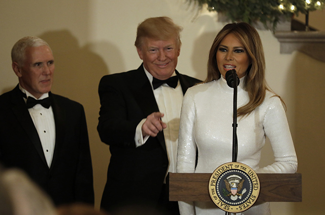 Мелания Трамп в сверкающем белом платье появилась на балу в Белом доме