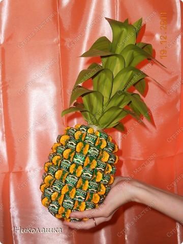 Увидела однажды в интернете ананас из конфет и заболела! Стала интересоваться как это делается, и что это за техника и что еще можно сотворить из конфет. Оказалось, что это свит-дизайн, который покорил и захлестнул меня всецело! . Фото 3