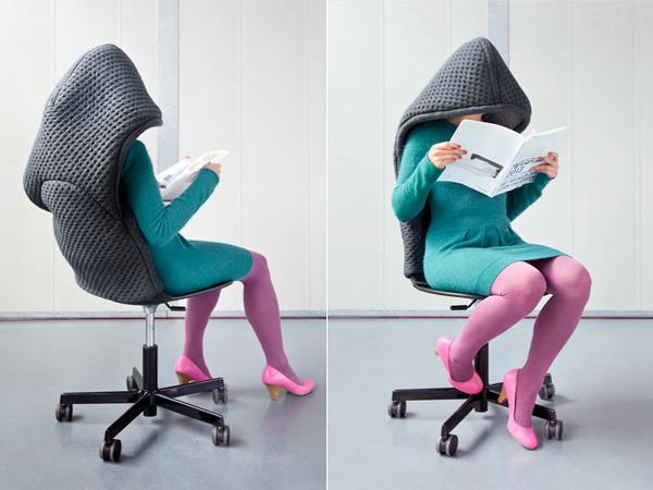 Чехол-капюшон на офисном стуле.