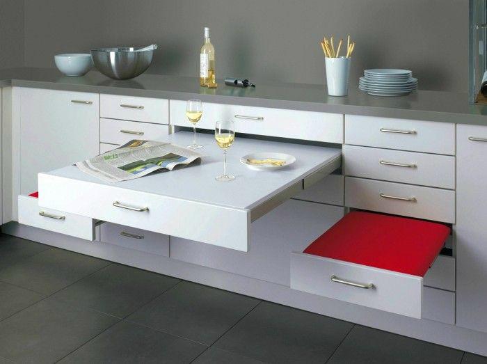 Кухонный шкафчик с выдвижными поверхностями.