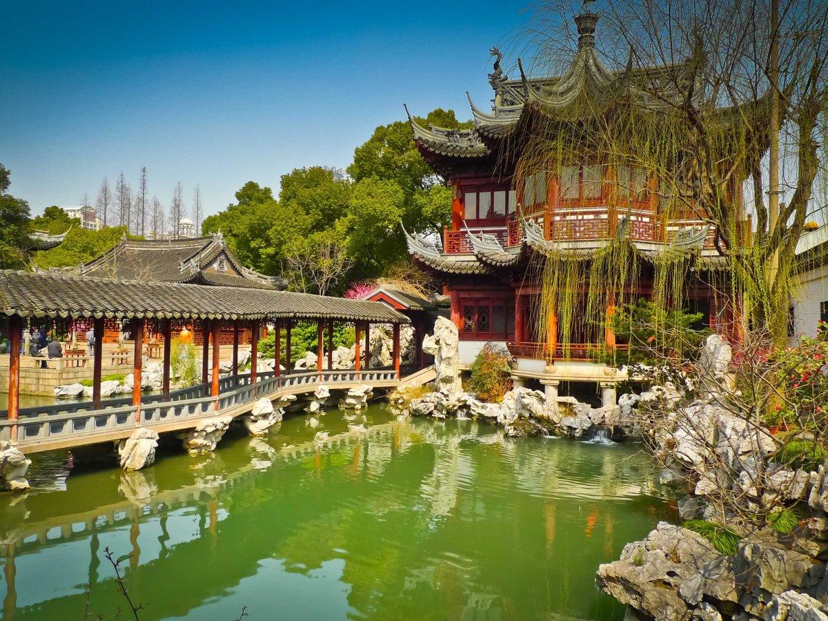 stroll-through-shanghais-yuyuan-gardens