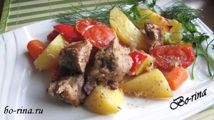 Рецепт на выходные. Мясо с картофелем приготовленное в рукаве для запекания