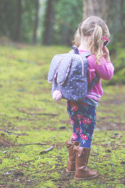 Рюкзачок с ушками кролика для маленькой девочки (2) (400x600, 256Kb)