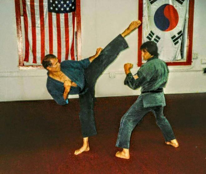 Билл Уоллес Супернога: реальный бой короля карате