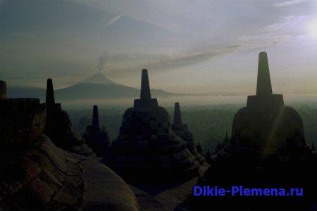 Население и достопримечательности острова Ява. Храм Боробудур.