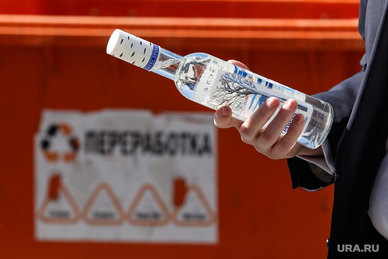 Ну теперь заживём: В России подешевела водка