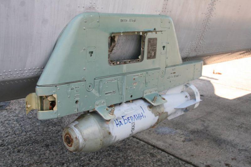 Лётчики ВМФ сбрасывали на учениях бомбы с надписями «За Сталина» и «На Берлин»