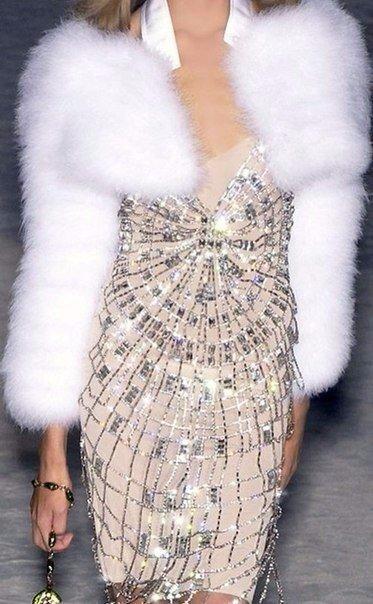 Мех греет модниц в холодное время года, оставаясь самым актуальным и популярным!