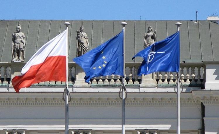 Переходящее знамя Габонии: В Польше захватили здание НАТО