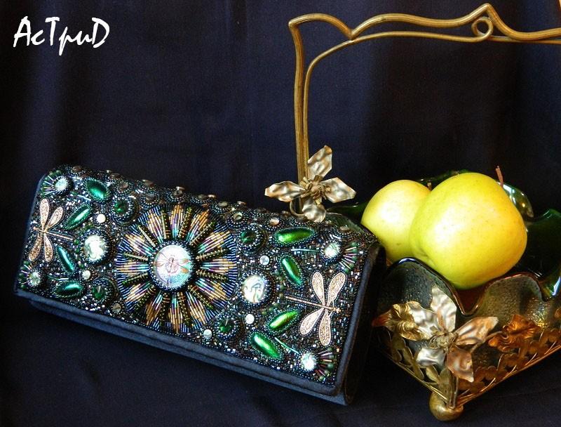 """Моя сумочка из бисера """"Изумрудное солнце золотой стрекозы"""""""