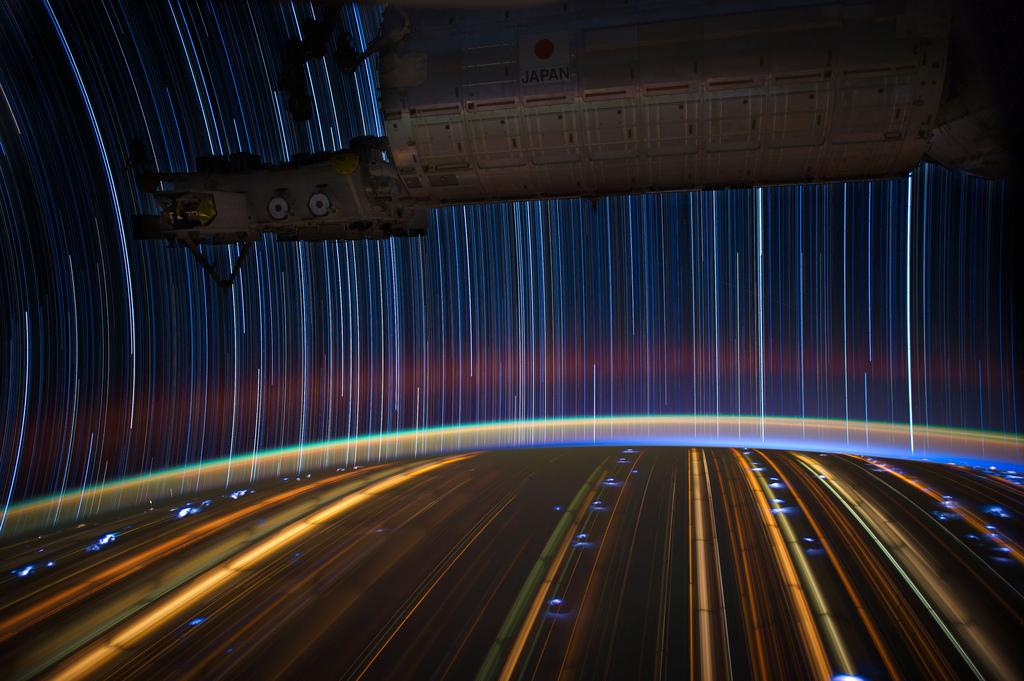 647 Звездные следы   фото с МКС