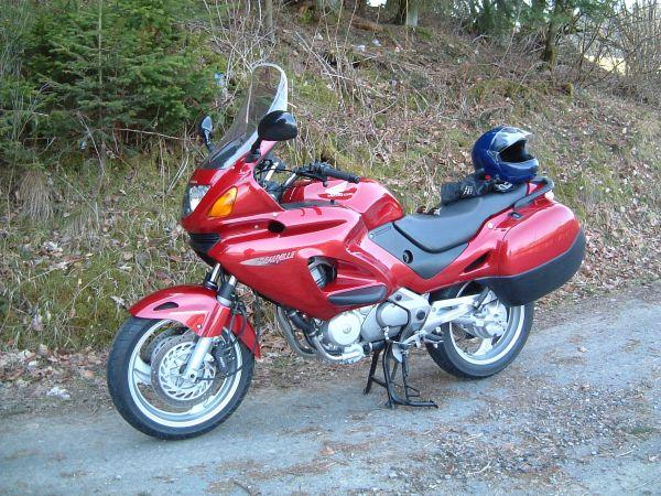 мотоцикл Honda Deauville