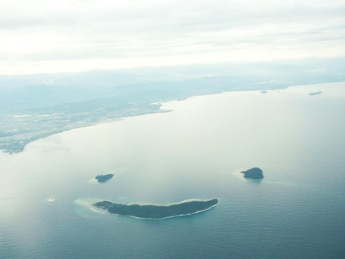 2. Группа островов в форме смайла, Малайзия в мире, остров
