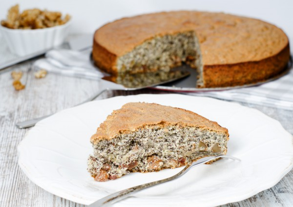 Пирог с маком и грецкими орехами