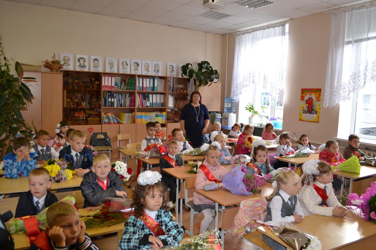 Учительница рассказывала классу историю