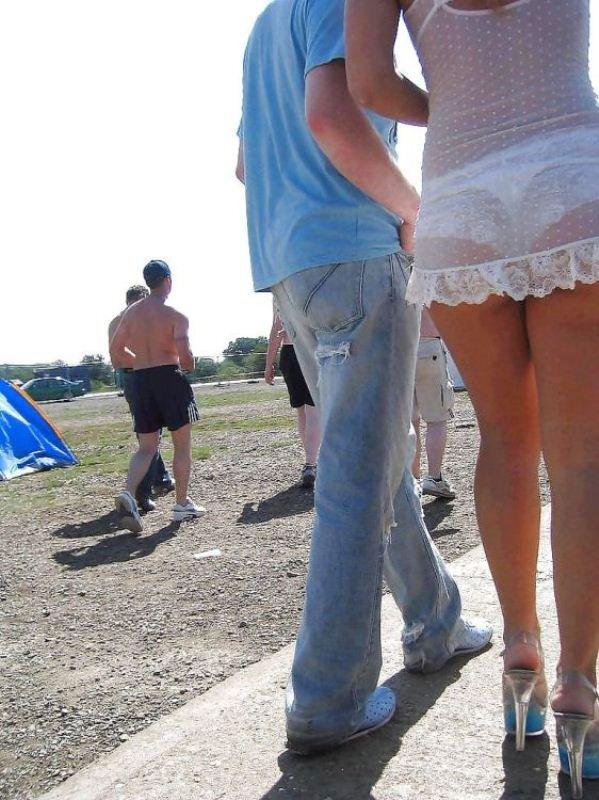 Секс на улице в одежде порно фото 260