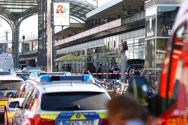 Полиция обезвредила мужчину, захватившего заложника на вокзале в Кельне