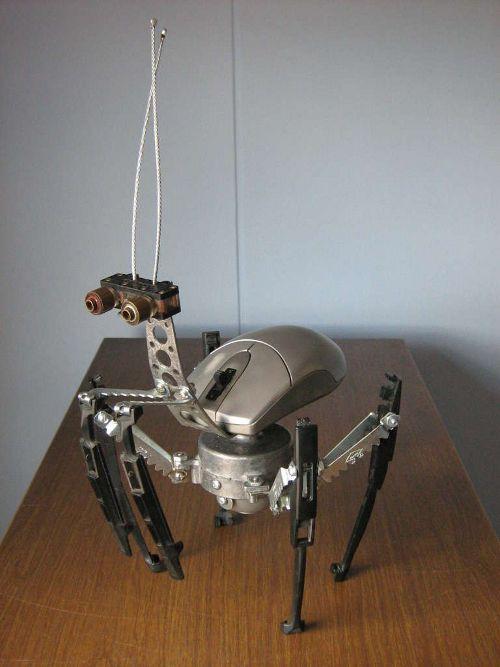 Робот-насекомое из мышек