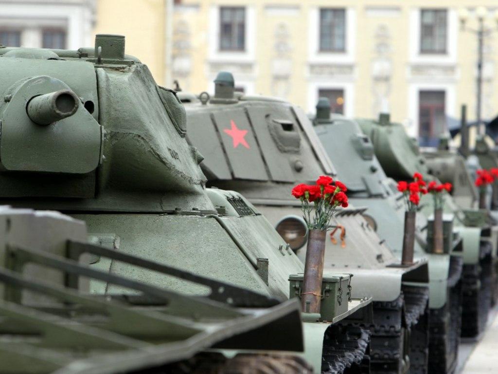 Парад техники в годовщине окончания битвы за Ленинград
