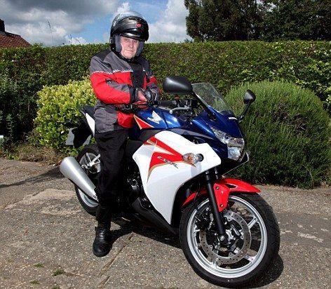 Редж Скотт на мотоцикле Honda CBR250R