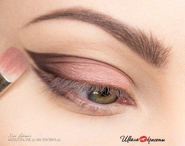 Модный макияж для светлых глаз