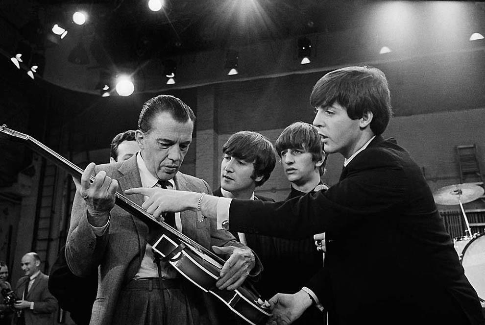 Эти фото сделаны 9 февраля 1964 года в студия CBS в Нью-Йорке, где состоялось первое выступление Битлз на шоу Эда Салливана. бителз, брежнев, фейк