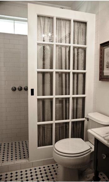 До и после — преображение маленькой ванны. Получилось очень по-французски