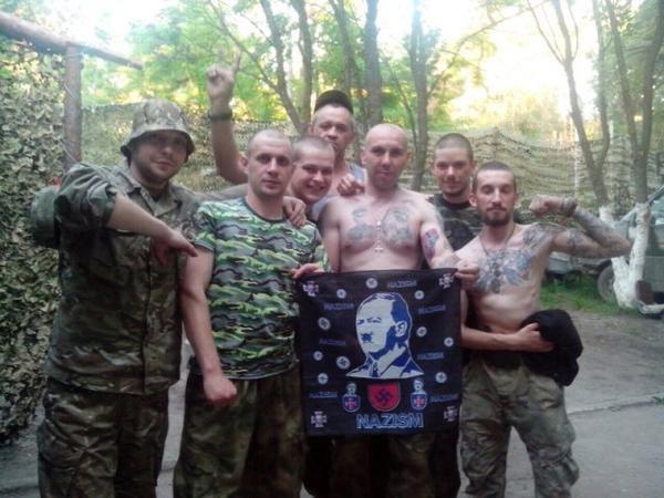 Фото с Гитлером: украинские военные бахвалятся своим фашизмом