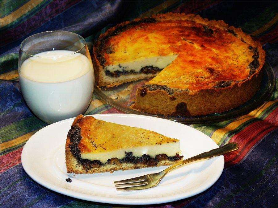 Пирог с маком и творожным суфле