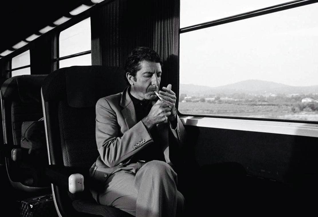 Маленький гешефтик: В поездах РЖД разрешили курить прямо в вагоне