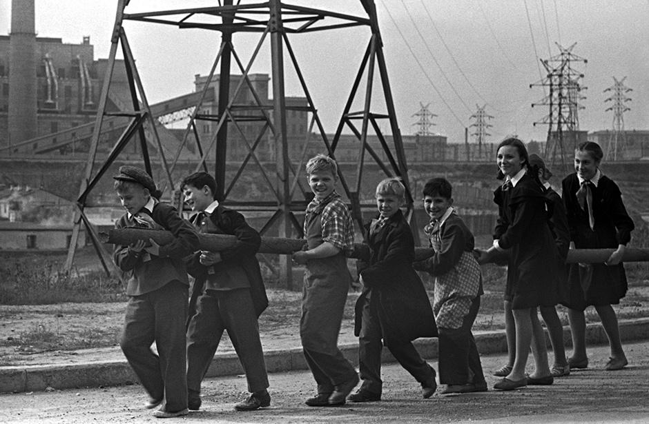 Советские дети в школе и дома. Фотографии с выставки в Музее Москвы