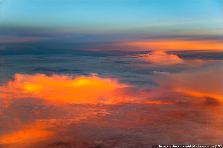 Безумный рассвет в небе над Атлантикой