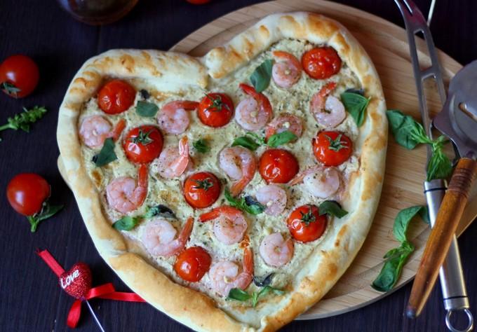 Пицца с креветками и ореховым соусом