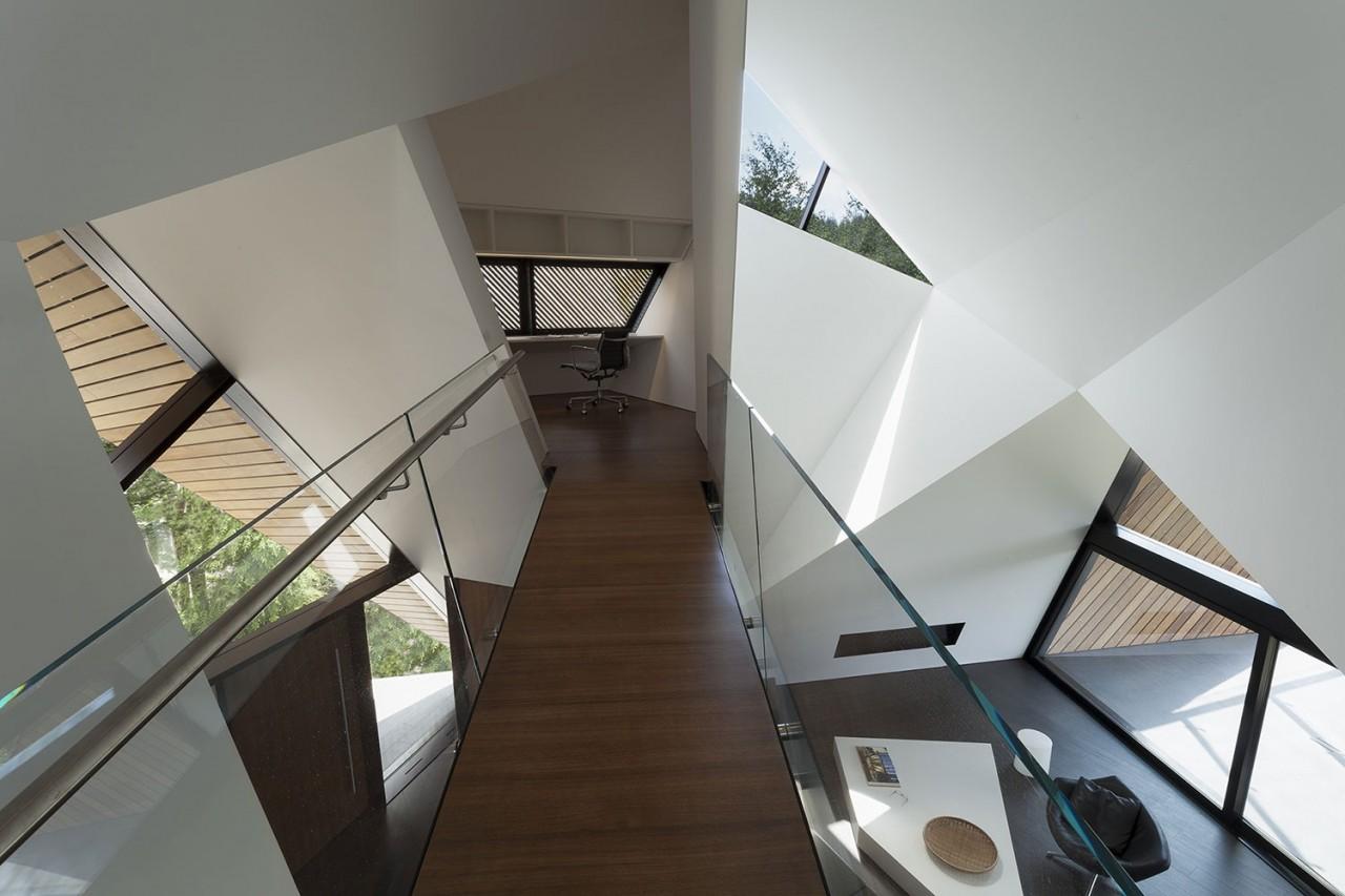 Стильный и функциональный дом, построенный в лучших традициях деконструктивизма