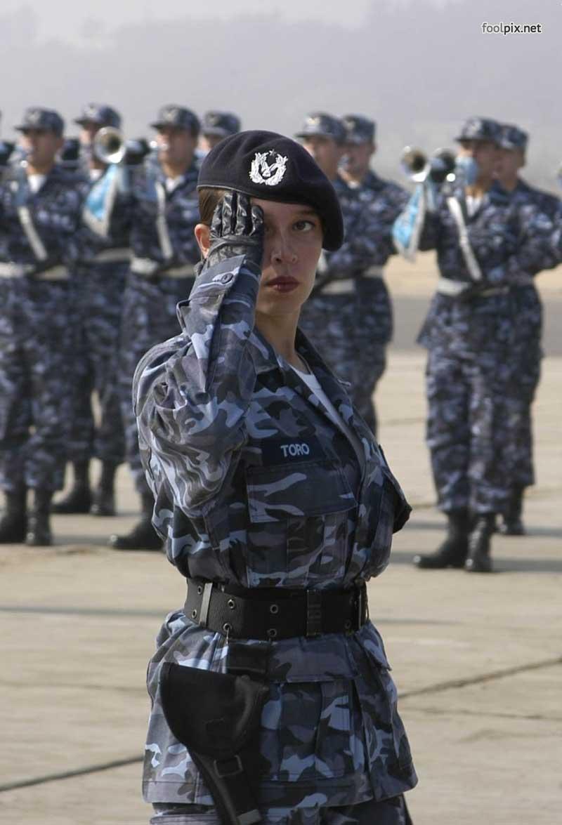 Девушки на службе в армии фото 8