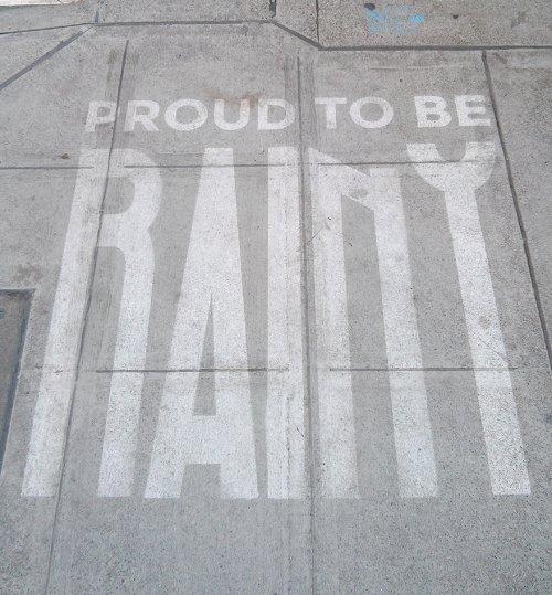 Искусство дождя: рисунки, которые проявляются, когда идёт дождь