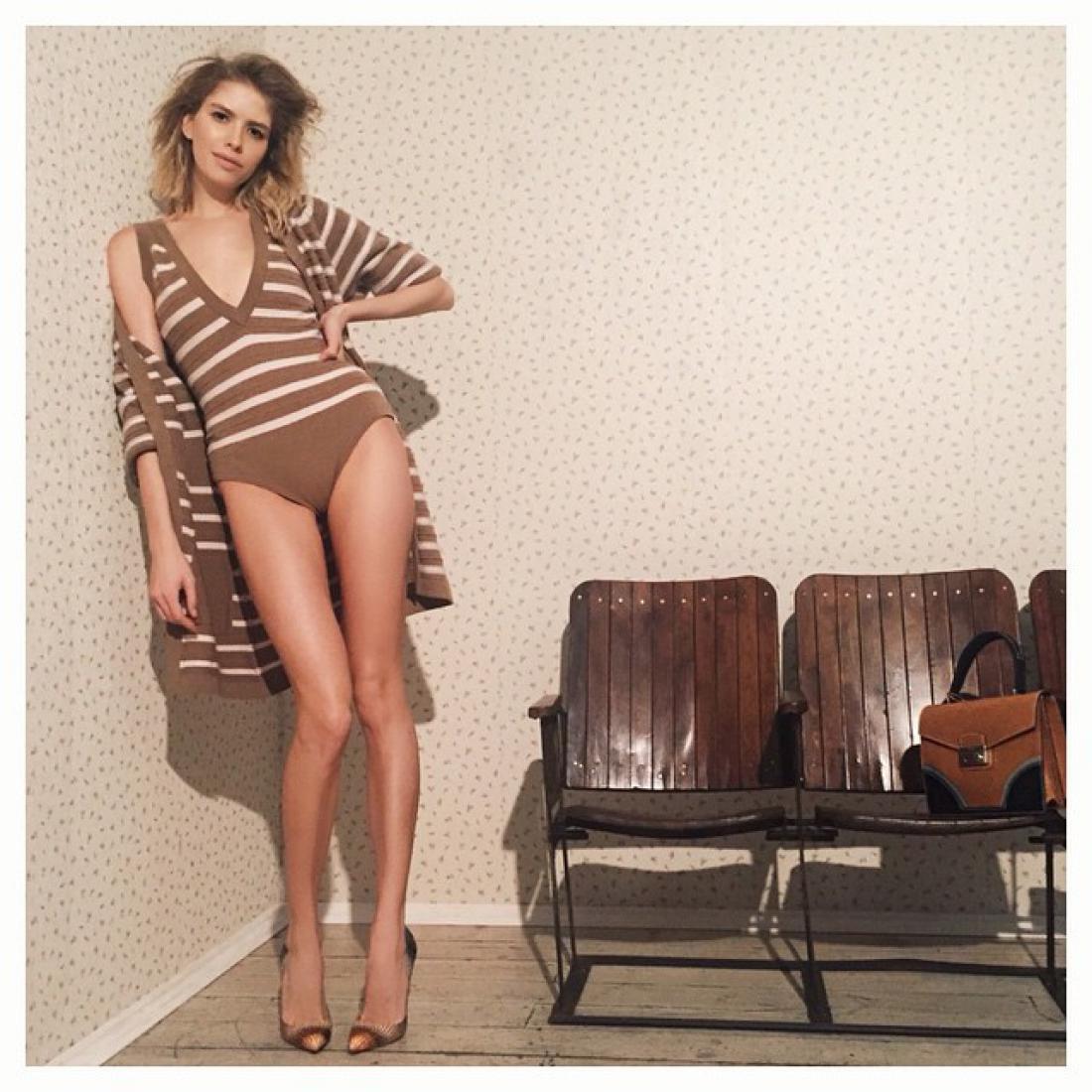 Бесконечные ноги и наряды Chanel: Перминова в съемке для журнала Собчак