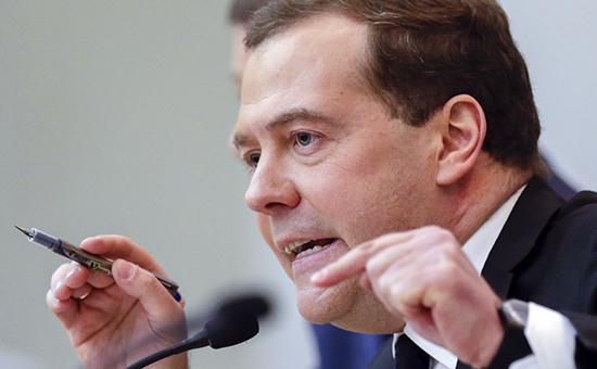 Медведев поручил найти ответственных за аварию ракеты «Протон-М»