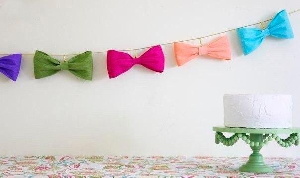Бантики из гофрированной бумаги для праздничной гирлянды