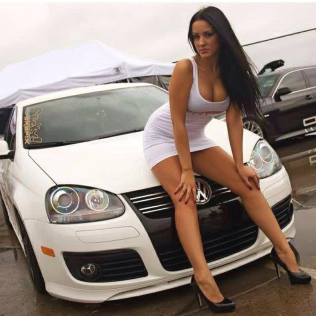 Секс в машине с русской девушкой смотреть